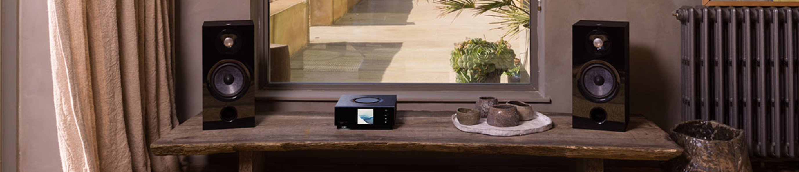The award-winning Uniti all-in-one players are the smart but simple way to enjoy music, radio and better TV sound in any or every room. They expertly handle top music-streaming services (Spotify, Apple Music, TIDAL, Qobuz...) plus offer easy Apple AirPlay 2, Chromecast built-in and Bluetooth playback.